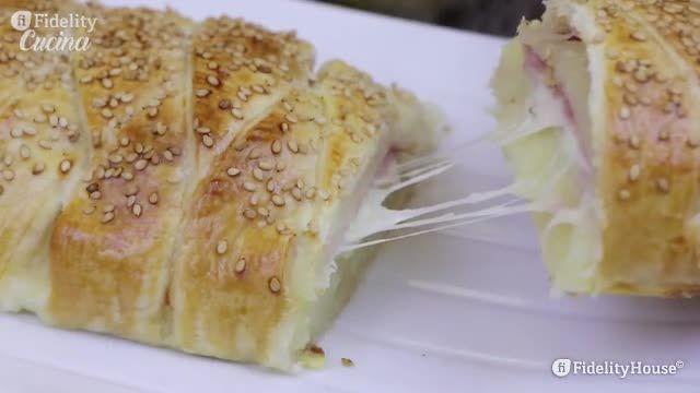 Il rustico filante con patate saprà conquistarvi con la croccantezza esterna e il ripieno cremoso e filante. Ecco come prepararlo
