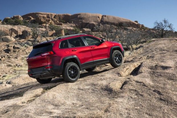 #2014 @Jeep #Cherokee #TrailHawk can still #tackle #tough #off-road.  It has the #4x4 systems to get distribute the power. @TFLcar