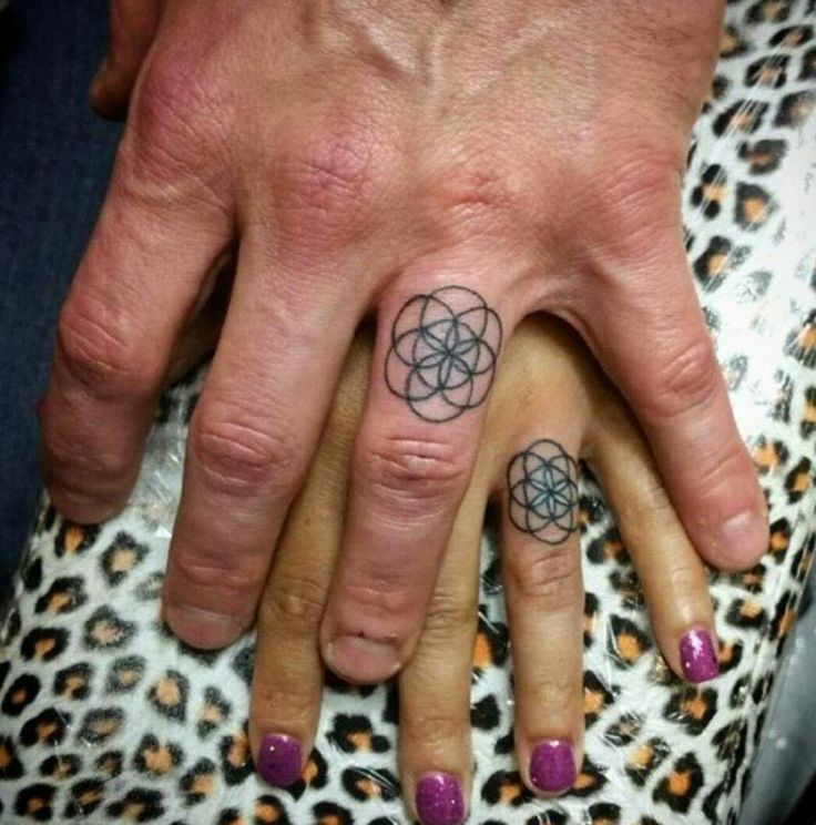 One of my favorite ring tattoos, would love to get this one with my husband