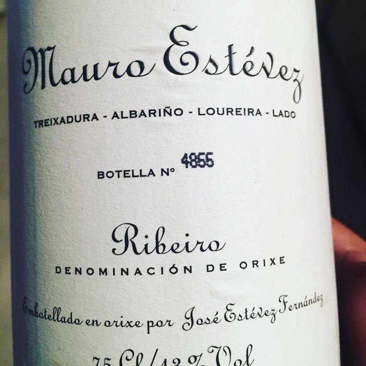 Fantástico vino este Mauro Estevez 2016 D.O Ribeiro. Estructurado, largo y aromático. Vino artesano que elaboran Jose Estevez y su Hijo Mauro. #wine #winelovers #colleteiros #ribeiro #ourense #valencia #bodegasgargallo #doribeiro http://misstagram.com/ipost/1540567377486254144/?code=BVhMd4Xn5BA