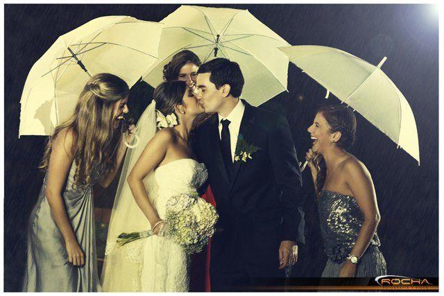 """Una boda """"muy vintage"""" en el Club Campestre. Claudia & Francisco celebraron su amor rodeados de seres queridos y nuestro lente capturando cada instante de este hermoso matrimonio."""