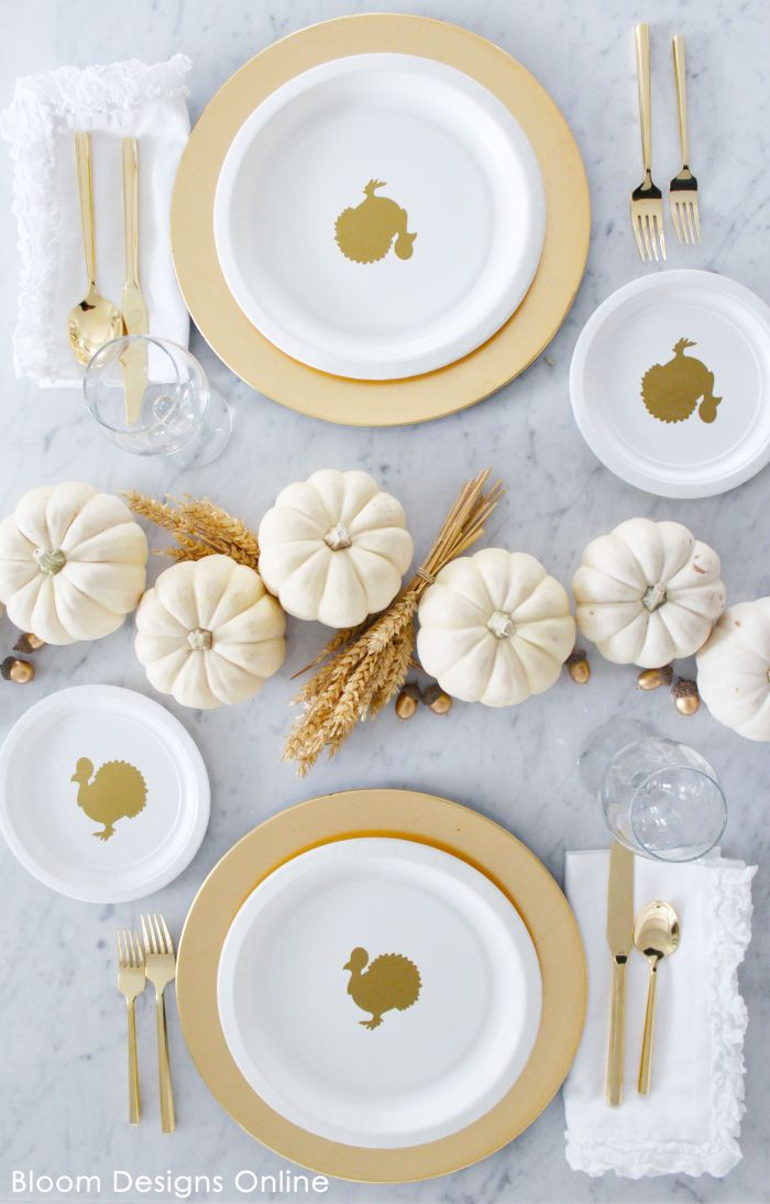 Thanksgiving Turkey Plates- Easy to make Thanksgiving plates that make clean up simple leaving more time for food, fun and family