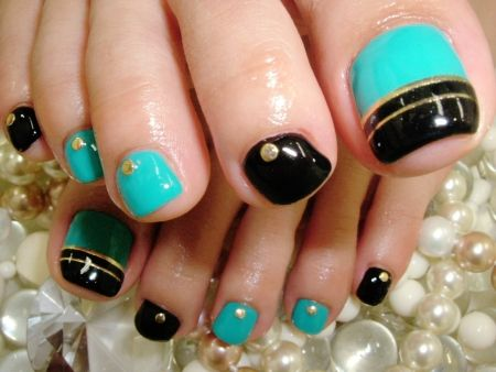 Black, Teal, and Gold Classic Toenail Design  If you have a toenail fungus problem, come to Beautiful Toenails in Southfield, MI!  Call (248) 945-1000 TODAY to set up an appointment with us or visit our website www.toenailfungu.pro to find out more information!