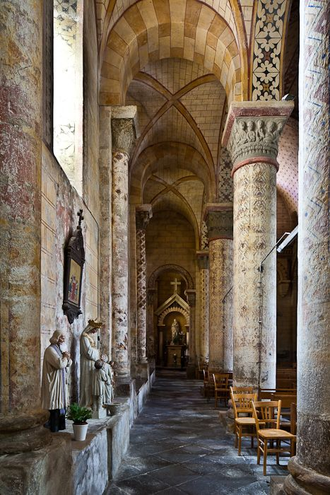 Side aisle, Église Saint-Julien, Chauriat  (Puy-de-Dôme)  Photo by PJ McKey