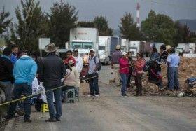 Sección 22 mantiene bloqueos en carreteras pese al arribo de fuerzas federales