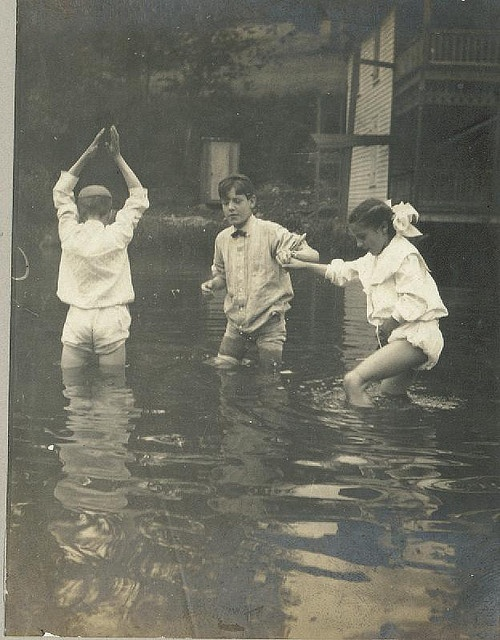 1915, before children were in danger of electrocution when playing in flood waters. still snakes tho. probably more snakes!