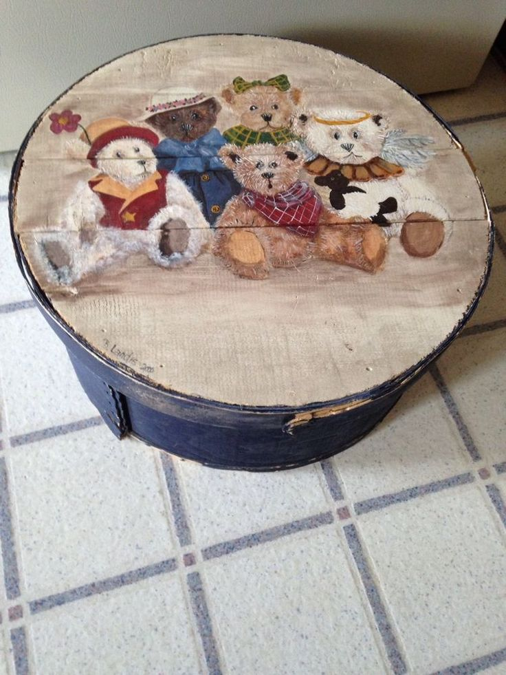 vintage painted wooden bear themed cheese box signed 16 round inside material a country. Black Bedroom Furniture Sets. Home Design Ideas