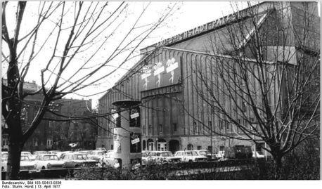 Expresionista. Gran teatro de Berlin, de Hans Polzeig
