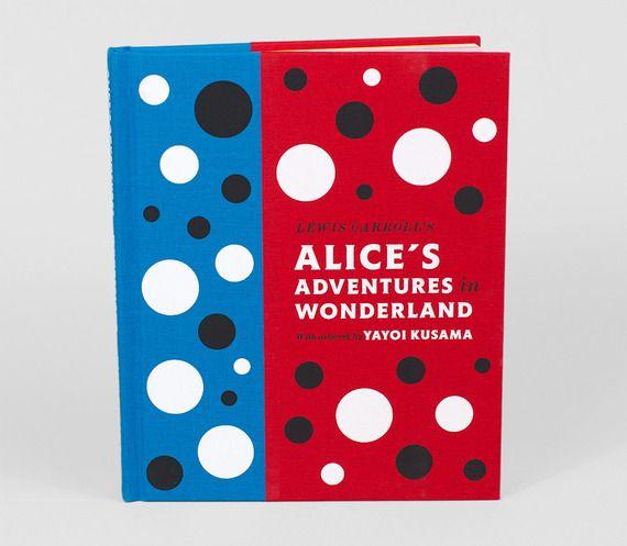 """Alice's Adventures in Wonderland - Yayoi Kusama Yayoi Kusama, artista e escritora japonesa que trabalha diferentes técnicas como pintura, colagem, esculturas, performances e uso de instalações para apresentações em três dimensões fez um incrível trabalho de arte para o livro de Lewis Carroll´s: """"Alice no País das Maravilhas"""". A versão do livro prova literalmente e visualmente toda a retórica da japonesa em suas obsessões."""