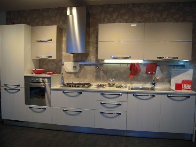Modello Cucina. Latest Cucina Lube Modello Erica Store Lube Feltre ...