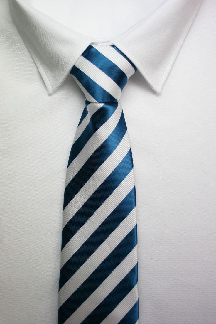 CORBATAS RAYAS AZULES https://www.corbatasygemelos.es/corbatas-rayas-anchas/354-corbata-boda-rayas-azul-blanco.html
