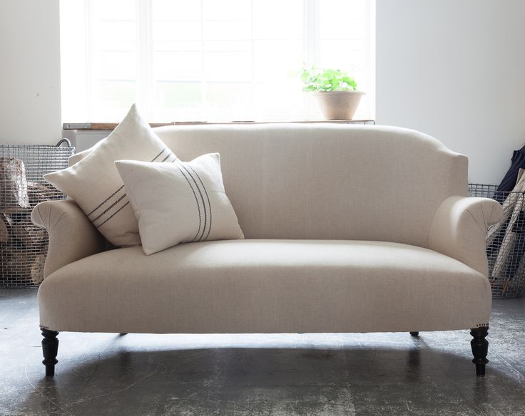Simple Re upholstered sofa in linen