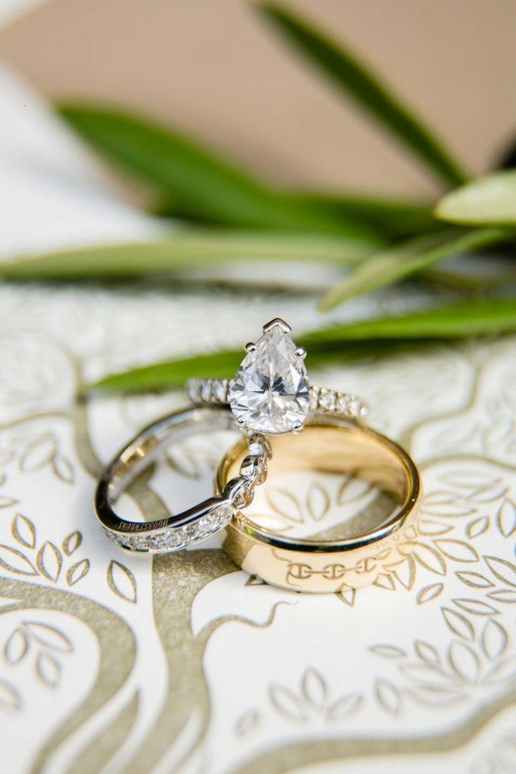 Diamantenring in Tränenform   repinned by @hochzeitsplaza   #hochzeit #hochzeitsplanung #braut #weddinginspo #hochzeit2017 #ehering #verlobungsring #weddingband