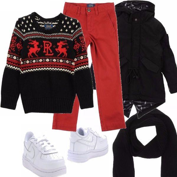 Tuo figlio ama il Natale? Fallo felice vestendolo con capi di ispirazione natalizia. Abbina un maglione con le renne ad un paio di pantaloni rossi e correda il tutto con un parka e una sciarpa neri e delle sneakers bianche di tendernza.