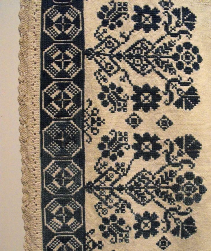TRANSYLVANIAN EMBROIDERY AND HAND-WOVEN TEXTILES