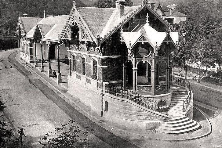 A végállomás az 1920-as átépítés előtt, a nagyvonalú középső térrel