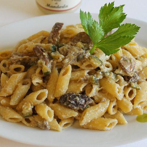 RICETTE PASTA -Mezzepenne con Funghi,Zucchine e Mandorle