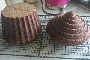 Chocolate Giant Cupcake Recipe | Baking, Recipes and Tutorials - The Pink Whisk  Giga cupcake formát vásárolj a GlazurShopban! http://shop.glazur.hu/kellekek/kellekek-formak/wilton-cupcake-forma-tapadasmentes-2