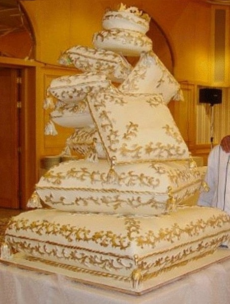 Joya Preziosi: Unconventional Wedding Cakes. Another favorite because of the originality and the colors are gorgeous! And it's HUGE!