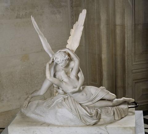 안토니오 카노바의 에로스의 키스로 되살아난 프시케 / 1793년경 / 루브르박물관 소장  이 작품은 에로스와 프시케의 신화적인 사랑을 다룬 작품이다. 비너스의 꾀임에 넘어가 죽음과 같은 잠에 빠져든 프시케를 깨우기 위해 에로스가 입맞춤을 하는 장면을 조각화한 것으로, 매우 육감적이면서도 우아하다. 둘의 동작과 형태를 마치 한 송이 꽃이 개화하는 것처럼 표현하여, 그들의 신성한 사랑이 더욱 부각된다.