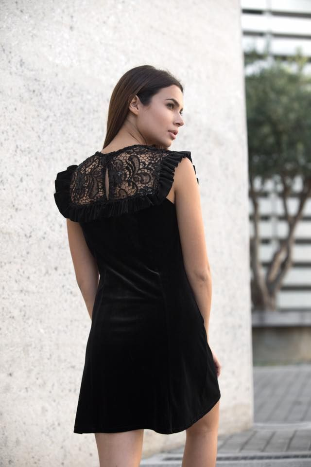 Mini velvet lace and sequin bust. Frilled front and back details. Back zip fastening and slit. 93% Polyester. 7% Elastane.