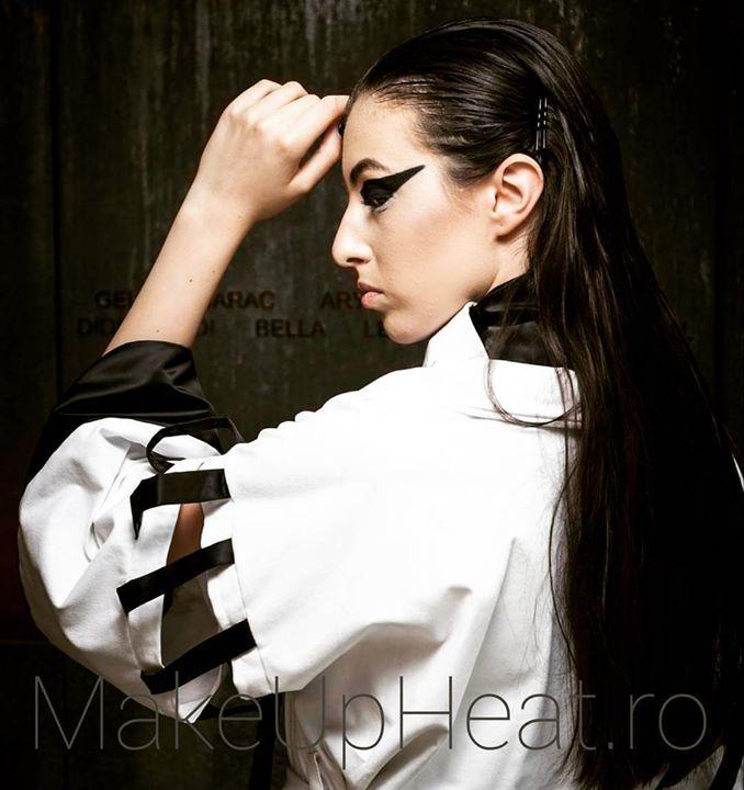 "Avandgarde makeup for Amelia Carauleanu fashion collection: ""Lights and Shadows"".   Model: Miruna Pinzaru Photo: Adrian Ianculescu Makeup: MakeUp Heat by Alina Anton . . .  #avandgarde #minimalist  #cool #fashion #collection #instamood #nofilter #amazing #style #love #minimalism  #blackandwhite #lights #shadow #blackandwhite #black #white #kimono #swanlake #blackswan #inspiration #mymakeup #makeupheat #project #mua  #girls #cute #summer #sun #happy #fun"