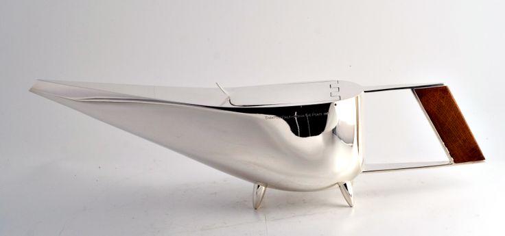 AERO__Teiera/teapot, 1959__ Argento e legno/silver and wood__ Disegno/design Gio' Ponti__ Produzione/manufacture Lino Sabattini_Atelier Christofle__ Riedizione/reissue Christofle, 2008__ Foto/photo Emanuele Zamponi__ www.linosabattini.com