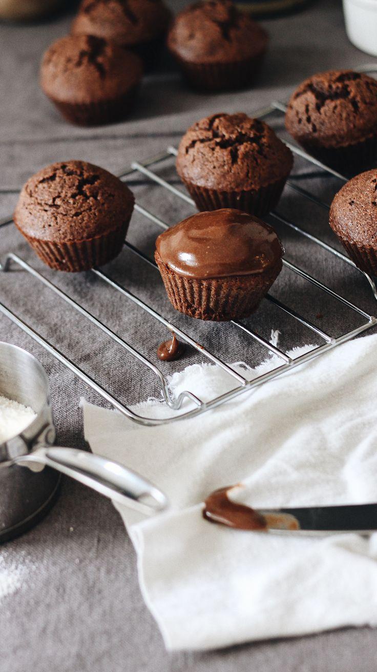 Chocolate-tahini muffins (paleo)