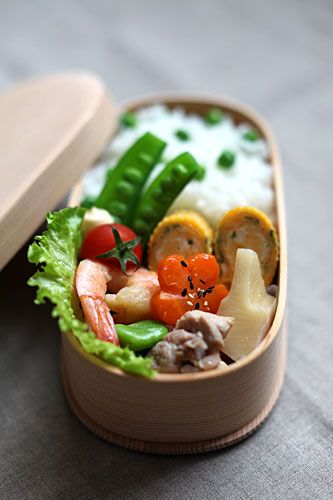 Japanese Bento Box Lunch with Spring Green Peas Rice by Mie|豆ごはん弁当