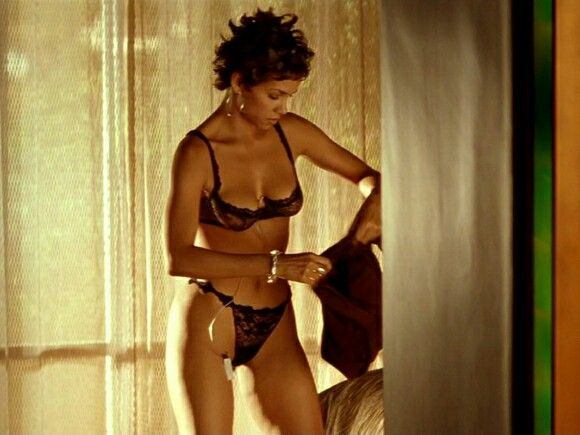 Opinion Halle berry showing her pussy final