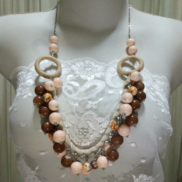 #kalung #necklace #peach #brown #perhiasan #jewelry #forsell #jual #jualan #jualbeli #jualansis #jualankaka #woman #wanita #wanitakarir #ibuibu #cewek #accessories #aksesoris #shippingworldwide #handmadeaccessories #fashion #fashionista #handmade #handmadenecklace #statementnecklace #vintage