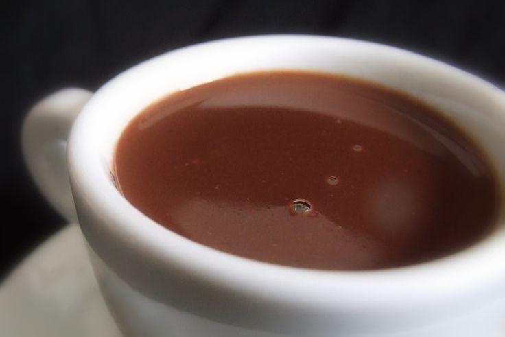 Cremoso, preparado com chocolate amargo em barra e um toque de canela. A textura é incrível.  A receita traz todos os segredos.