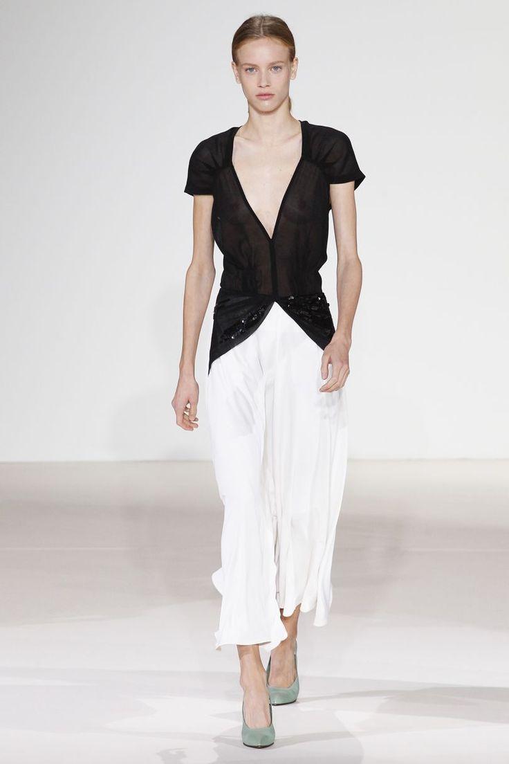Victoria Beckham Spring/Summer 2018 Ready-To-Wear | British Vogue