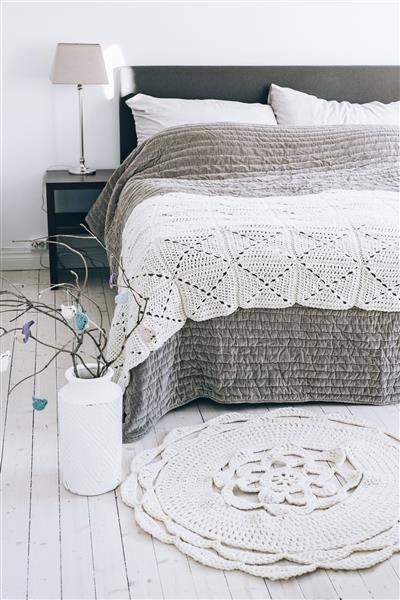 Tema 40: 3 og 29 Heklet sengeløper og juletreteppe #jul #strikk #christmas #knit