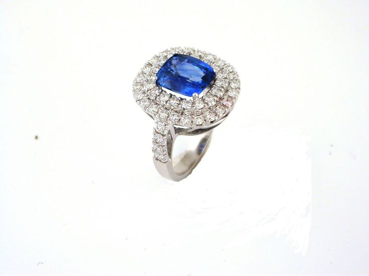 Ring Sapphire. 18 carat gold (kt) white gold: 11.50 grams (gr).White diamonds: total weight 1.10 carat (ct) (H colour VVs clarity).Sapphire: 2.90 carat (ct).Codex: iims.