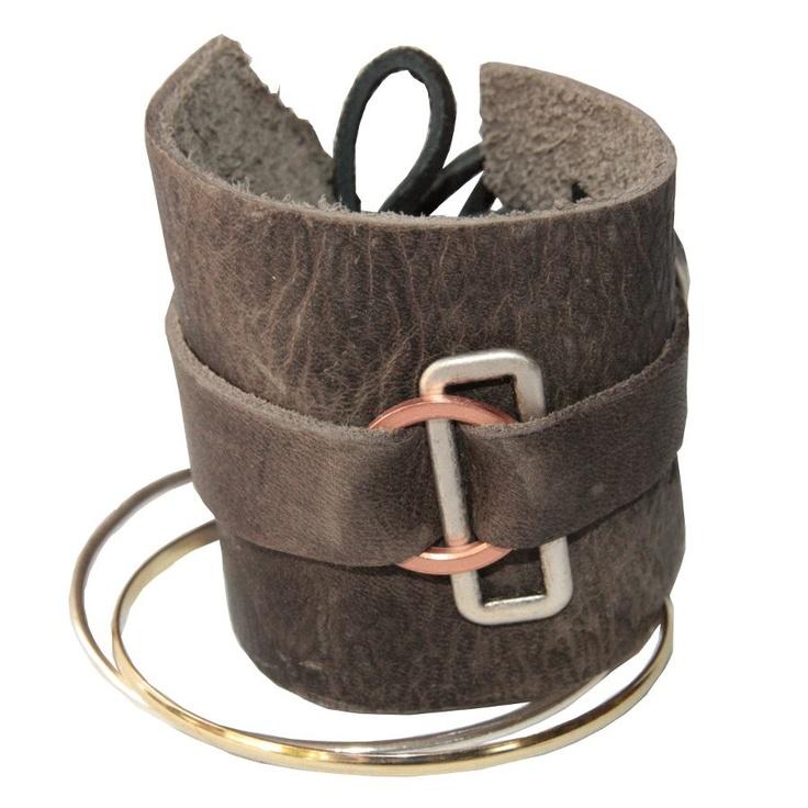   Extra brede leren #armband met zilverkleurige #ringarmbanden. 24 By Bijzonder.   @comfystuffnl     ook verkrijgbaar bij #WebshopsOnly #conceptstore #Vughterstraat #DenBosch  