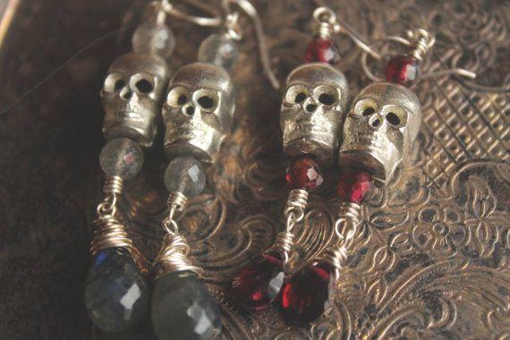e s p í r i t u  // skull earrings // labradorite by MadrinaSofia