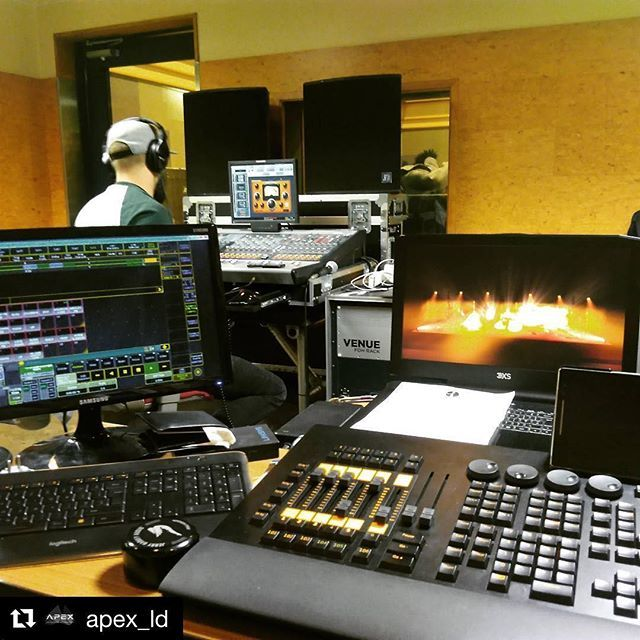 #Repost @apex_ld  Last day of rehearsal in Tokyo with #sebdivo . Onwards to Osaka for one more day of rehearsal then it's show day for #wecameheretolove . #sifcofficial #apex_ld #apexlightingdesign #sebdivo #lightingdesign #lightingdesigner #wysiwyg #cast_software #malighting #tourlife #martinprofessional #claypaky #glplighting #julianhodgson