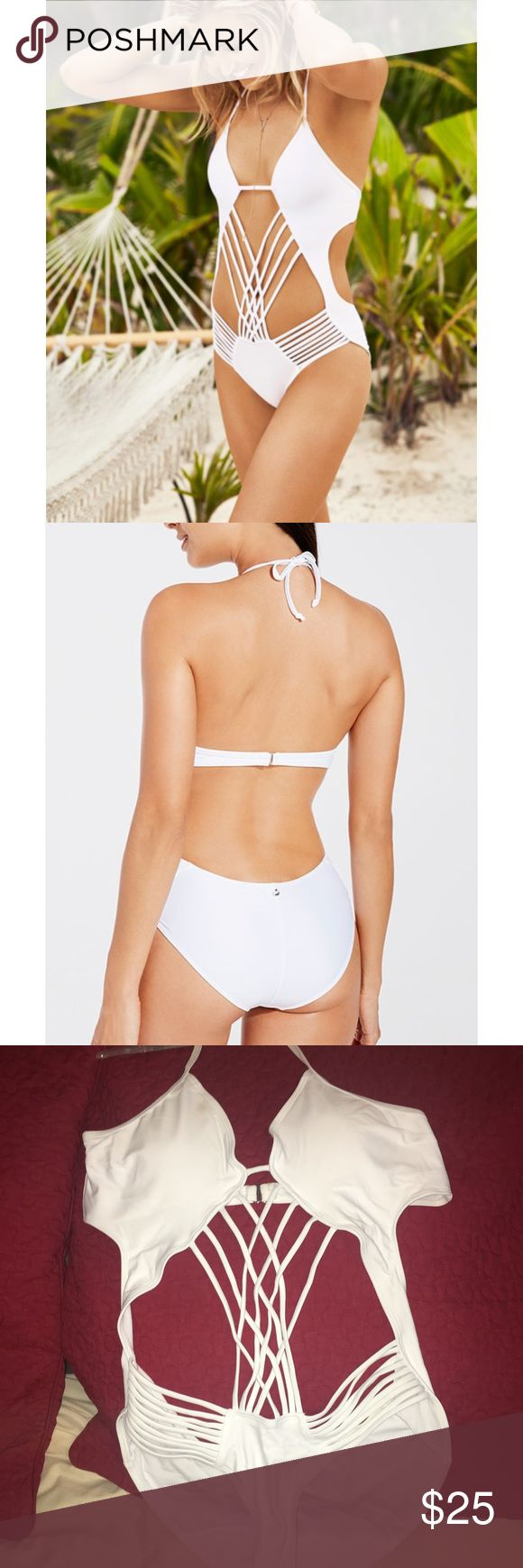 White Fabletics Monokini Never before worn white monokini from fabletics that I ordered and it just ended up not being the right size for me. The top is padded. There is one small spot where foundation got on the top left while trying it on that I can get out before shipping. It's a super great piece to grab for your next vacation! Fabletics Swim One Pieces