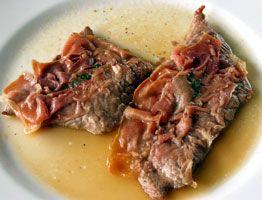 """""""Saltimbocca alla romana"""" Escalopes de veau avec Prosciutto.  « Salta in bocca » en italien veut dire « saute en bouche », ce qui traduit bien le goût fort apprécié de ce mets classique de la région de Rome."""