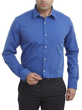 A perfect blue shirt for your Wednesday meetings.
