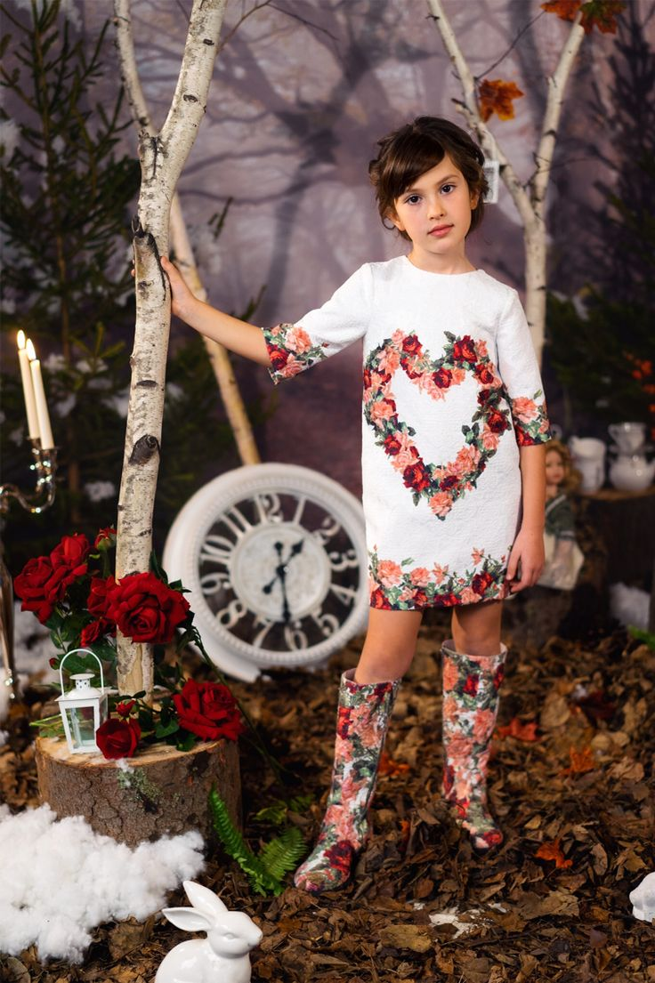 Prachtige jurk - love Made love - witte jacquard met gebloemde opdruk - www.robyn-kids.nl