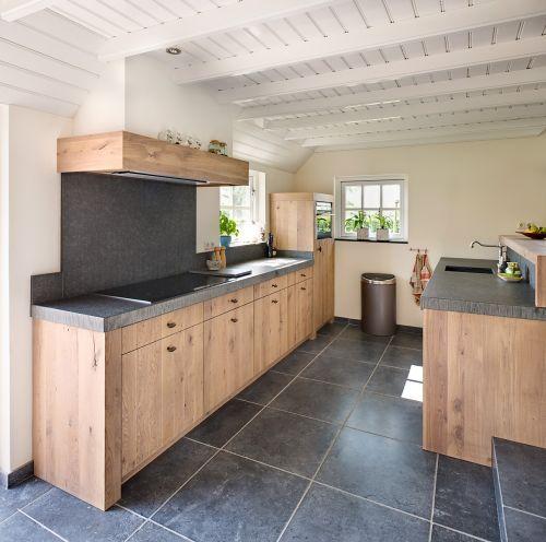 Vri interieur landelijke keuken modern eiken met houten laden en composiet stenen spoelbak - Keuken steen en hout ...