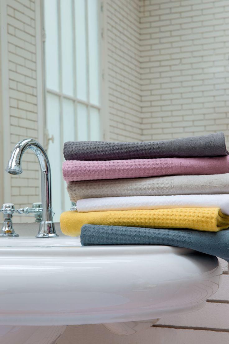 Les 25 meilleures id es de la cat gorie salles de bains for Deco salle de bain gris et jaune