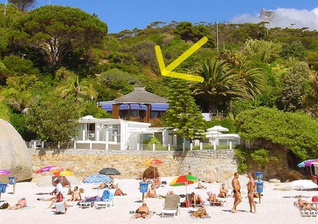 ❣️ 2 BEDROOM CLIFTON BUNGALOW AND THIRD BEACH AVAILABLE THIS SUMMER AND THE DEC HOLIDAYS ❣️  Third Beach 19 is on Cape Town's famous Clifton Third Beach. This two bedroom beach bungalow is a tropical hideaway just a few steps from the beach. This wind free setting has a spacious and private wooden deck with a Jacuzzi, perfect for daytime tanning.  Anything magical is possible with this private, classic beach bungalow set in a lush garden just 10 steps from Clift