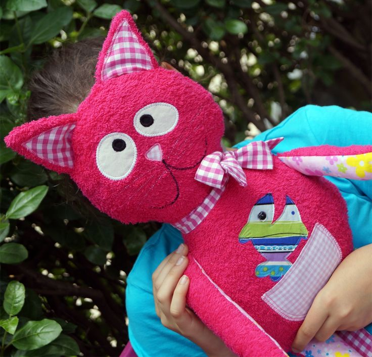 Cosy cat to cuddle www.a-line.cc