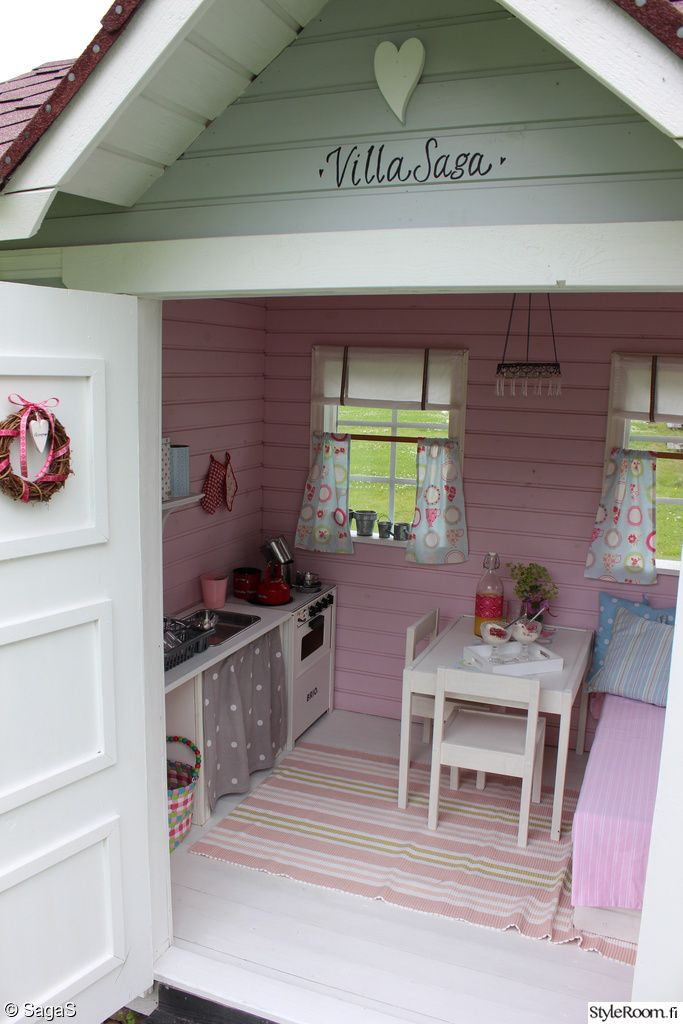 26 best images about cabanes on pinterest kitchenettes for Building a wendy house from pallets