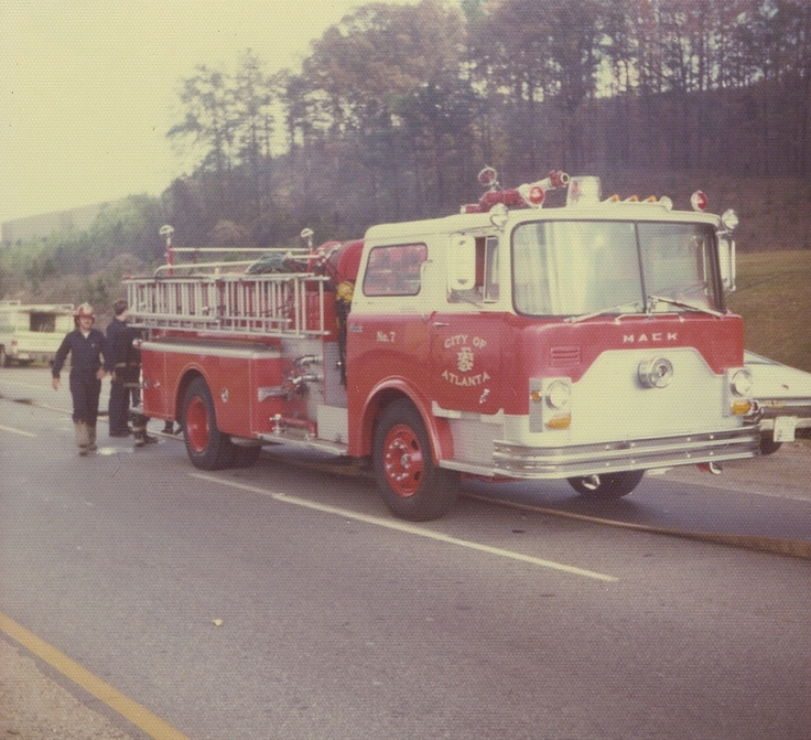 Atlanta Fire Department Engine 7 operating at a warehouse fire on Fulton Industrial Boulevard (Flikr / Firefighter57 collection) (Circa 1975)