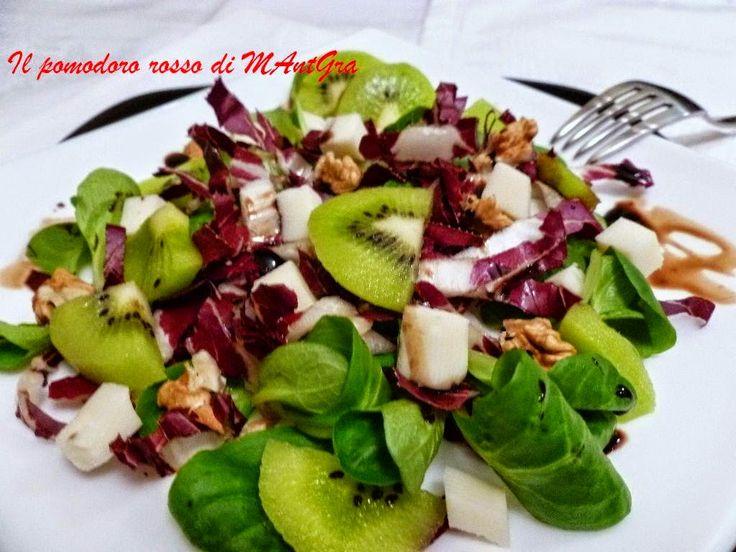 Il Pomodoro Rosso di MAntGra: Insalatina con songino, kiwi, noci e Provolone Auricchio piccante http://ilpomodororosso.blogspot.it/2014/12/insalatina-con-songino-kiwi-noci-e.html