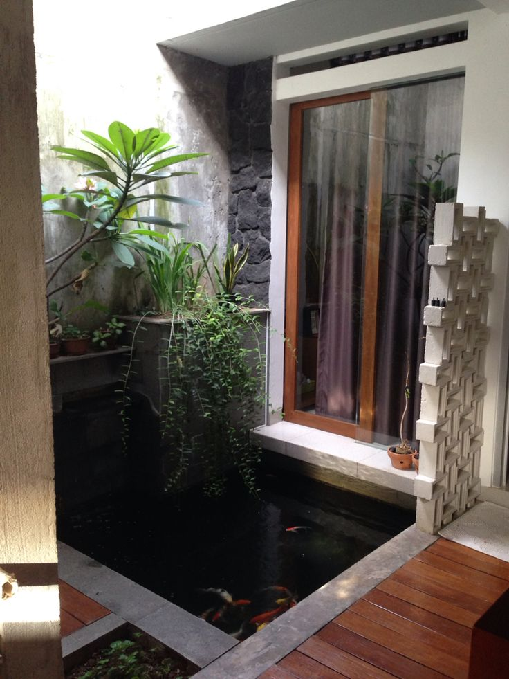 Small pond by Dodesi Architect